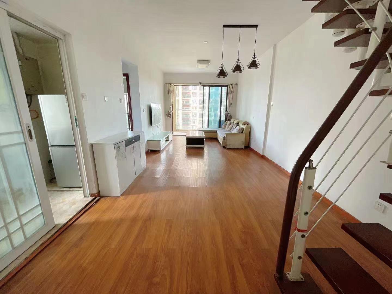 润恒尚园6B栋8B部分家私200平米复式5房2厅2卫